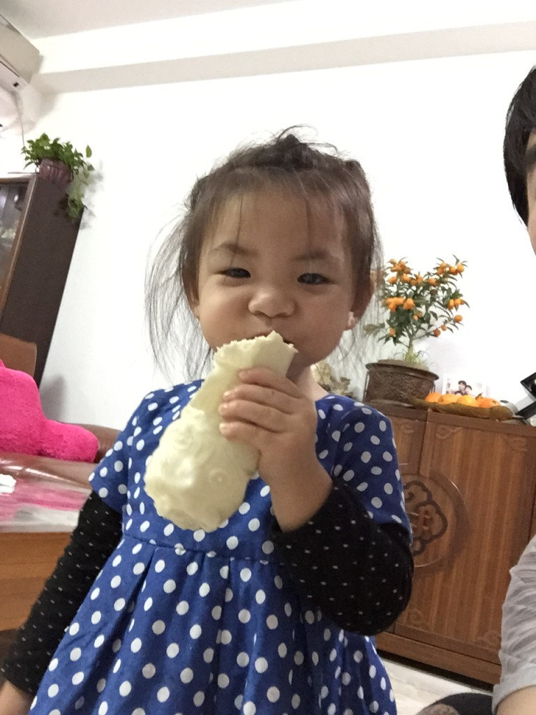 This little Shandong Girl likes steamed buns.